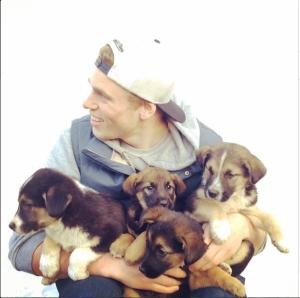 Gus Kenworthy Rescues Stray Puppies In Sochi
