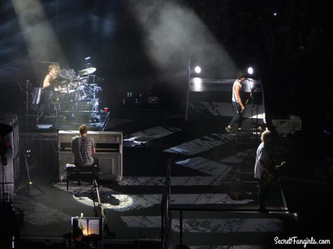 5SOS MSG luke piano